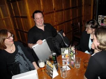 """Et par øl på den """"lokale"""" puben"""